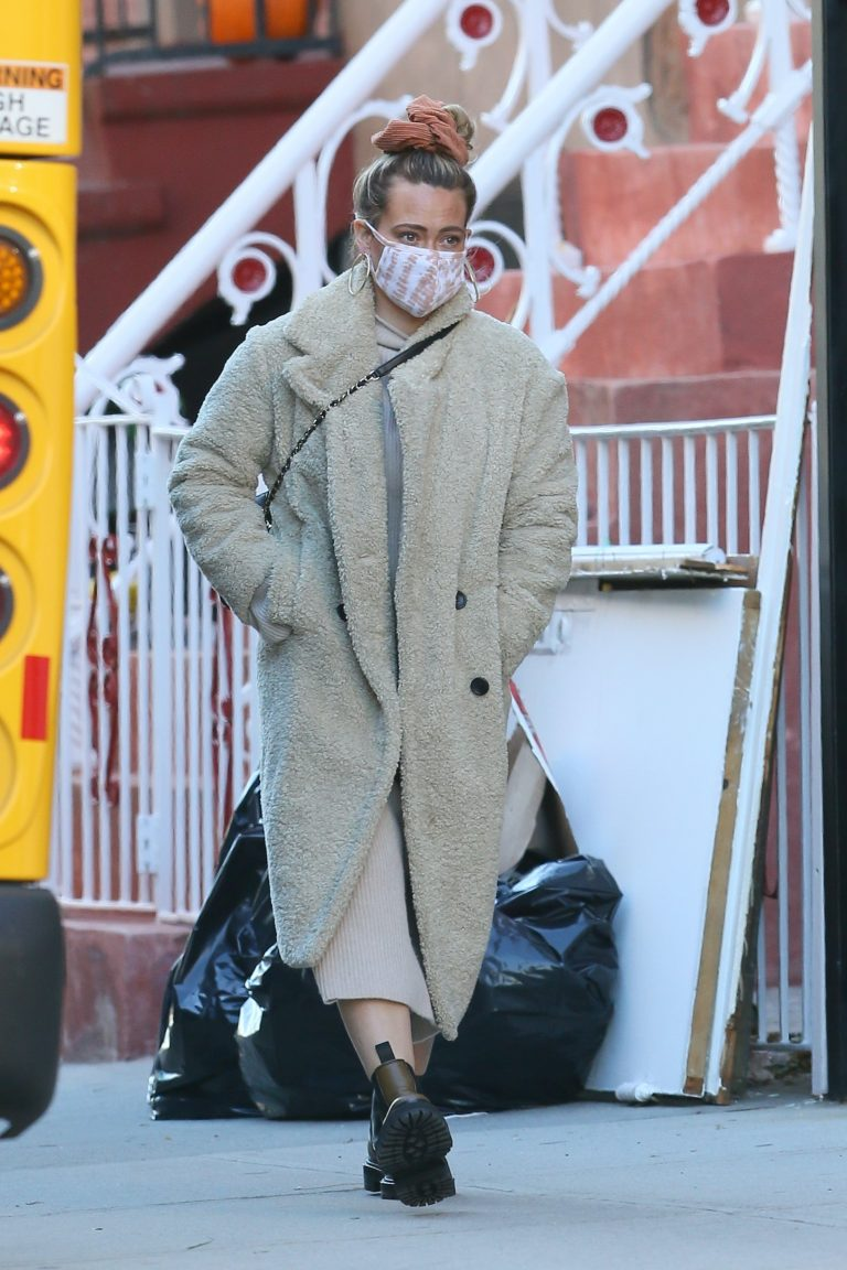Hilary Duff Spotted while out in New York 08 scaled