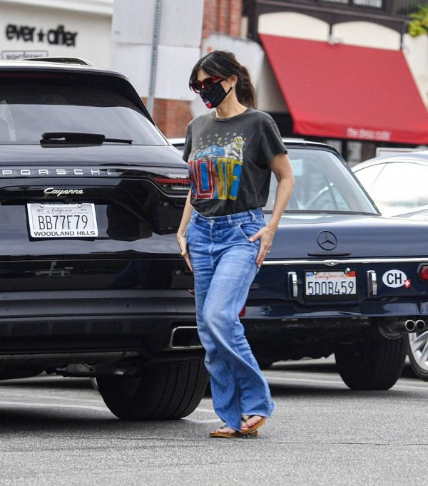 Idina Menzel In loose jeans seen at Sweet Rose Creamery in Brentwood 01