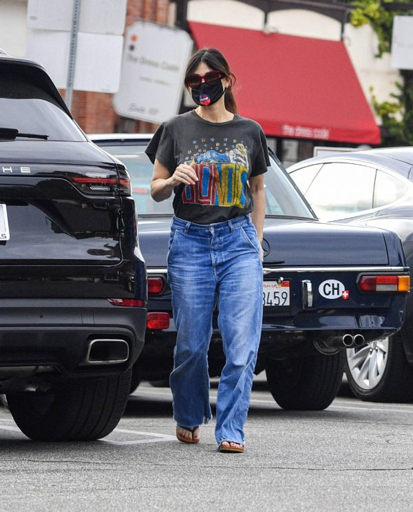 Idina Menzel In loose jeans seen at Sweet Rose Creamery in Brentwood 03