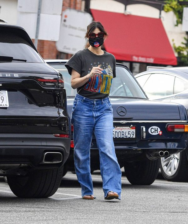 Idina Menzel In loose jeans seen at Sweet Rose Creamery in Brentwood 06