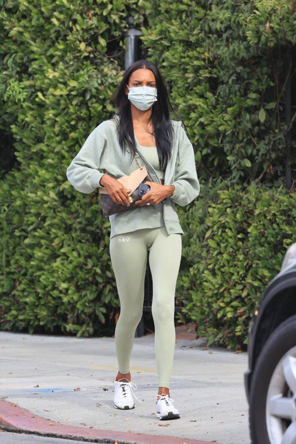 Jasmine Tookes Heading to the gym 01
