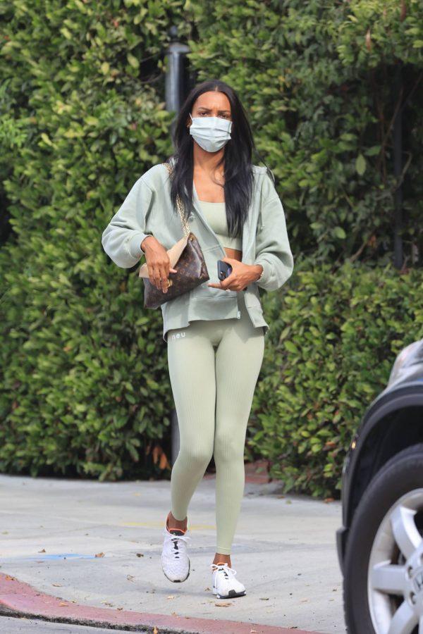 Jasmine Tookes Heading to the gym 02