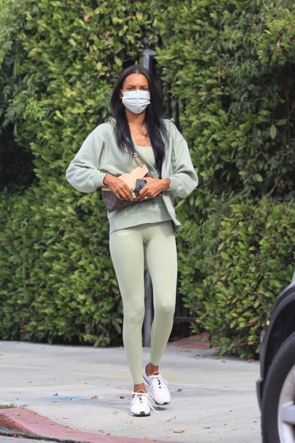 Jasmine Tookes Heading to the gym 03
