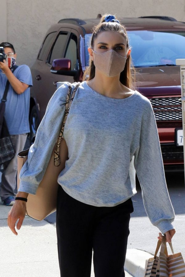 Jenna Johnson Arriving at the dance studio Friday in Los Angeles 01