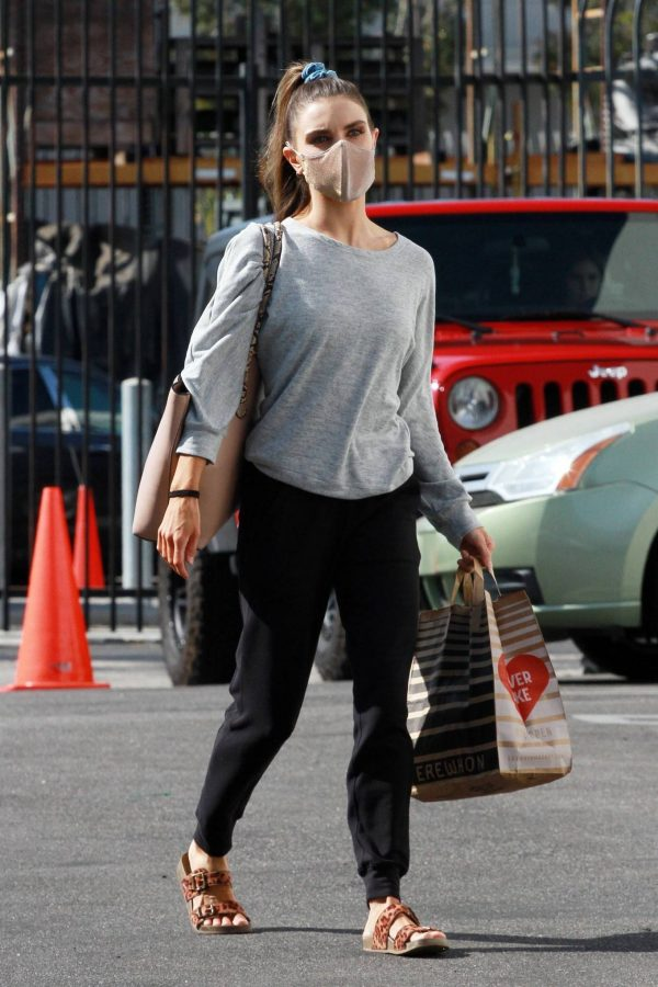 Jenna Johnson Arriving at the dance studio Friday in Los Angeles 04
