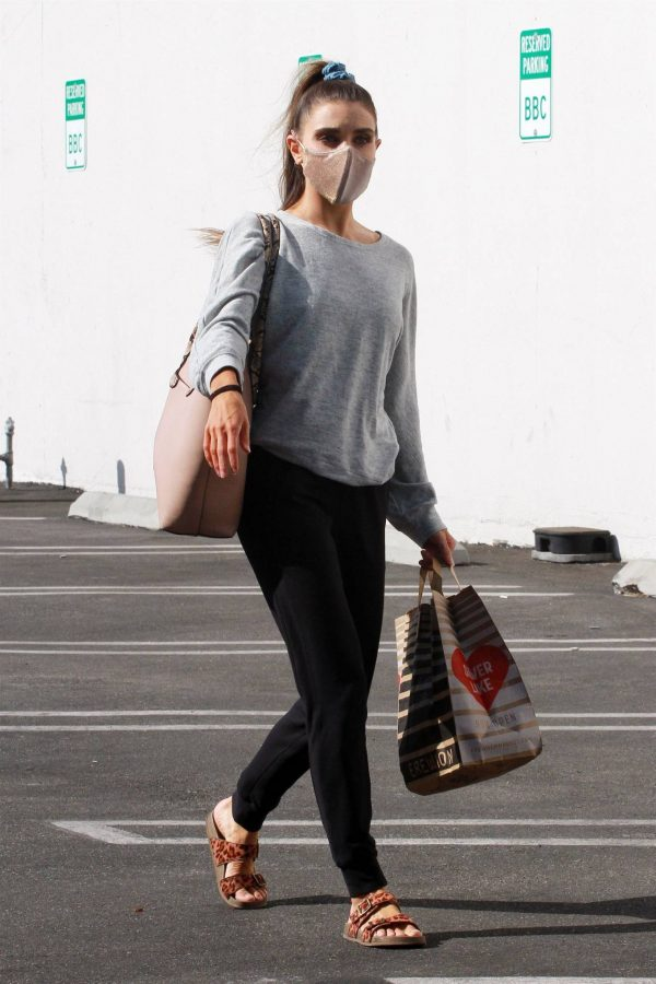 Jenna Johnson Arriving at the dance studio Friday in Los Angeles 12