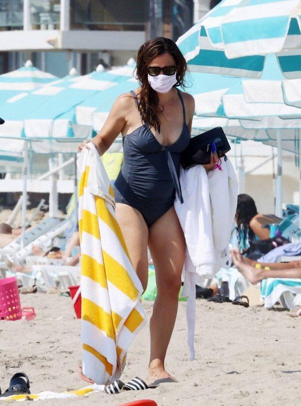 Jennifer Garner Swimsuit candids at the beach in Malibu 21