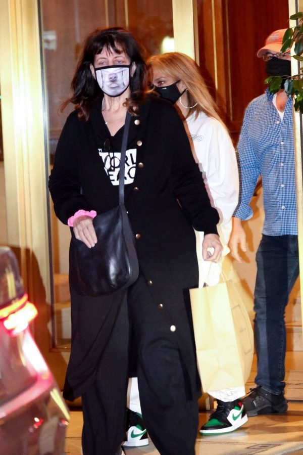 Jennifer Lopez Spotted at Sunset Tower Hotel in West Hollywood 04