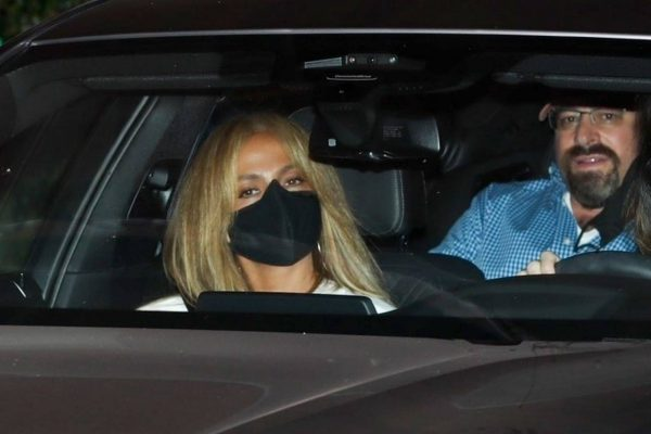 Jennifer Lopez Spotted at Sunset Tower Hotel in West Hollywood 18
