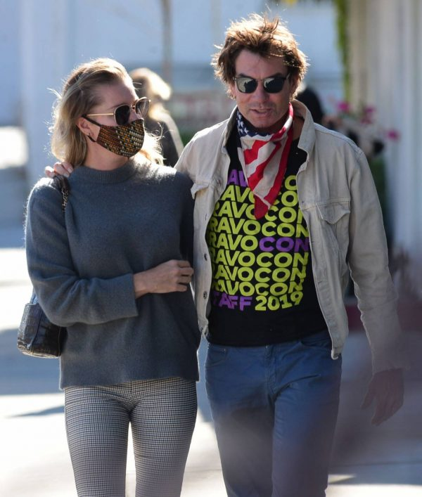 Jerry OConnell and Rebecca Romijn Out for a walk in Studio City 04