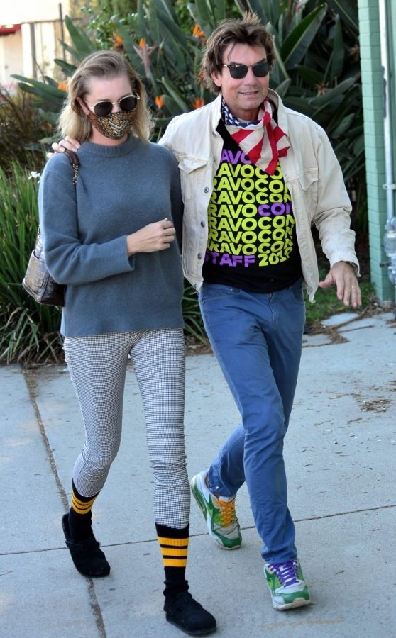 Jerry OConnell and Rebecca Romijn Out for a walk in Studio City 06