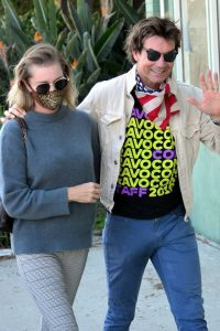 Jerry OConnell and Rebecca Romijn Out for a walk in Studio City 09