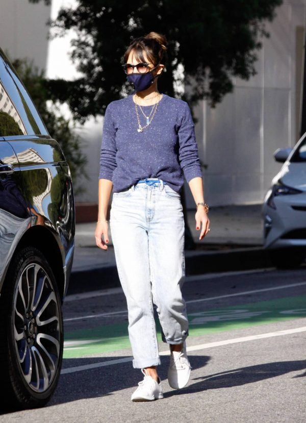 Jordana Brewster Seen in morning in Santa Monica 08