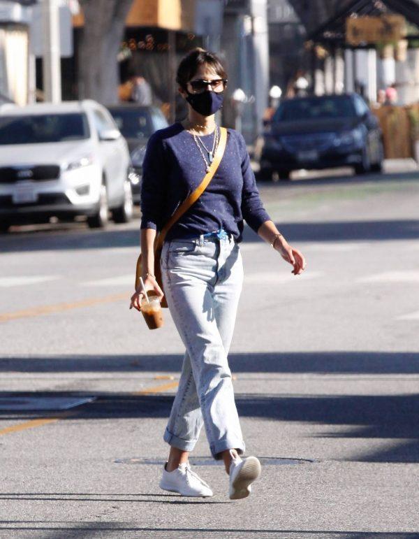 Jordana Brewster Seen in morning in Santa Monica 10