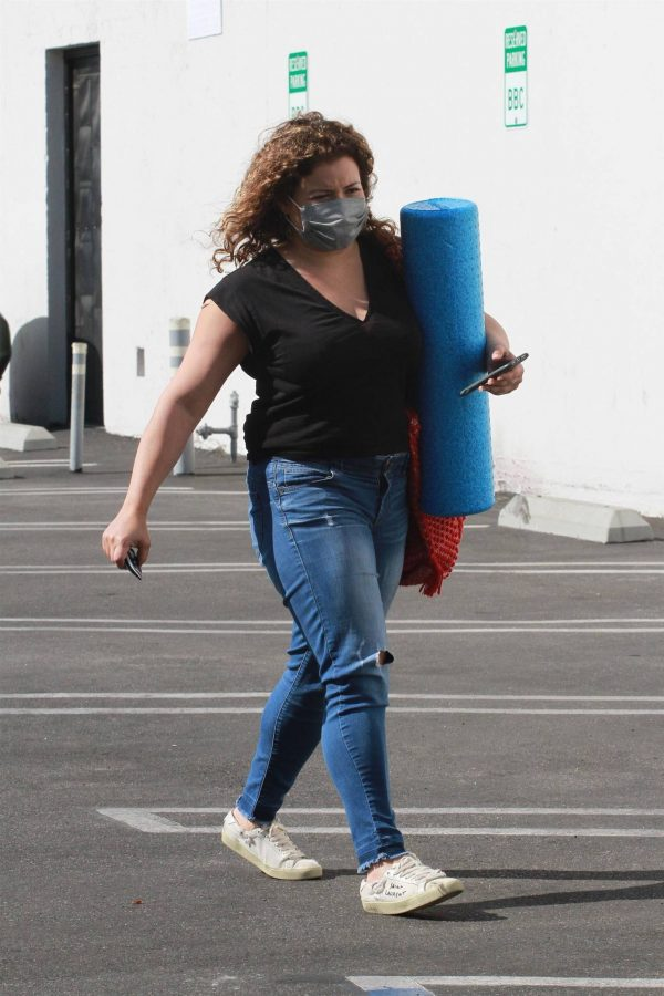 Justina Machado Heads into the DWTS studio in Los Angeles 09