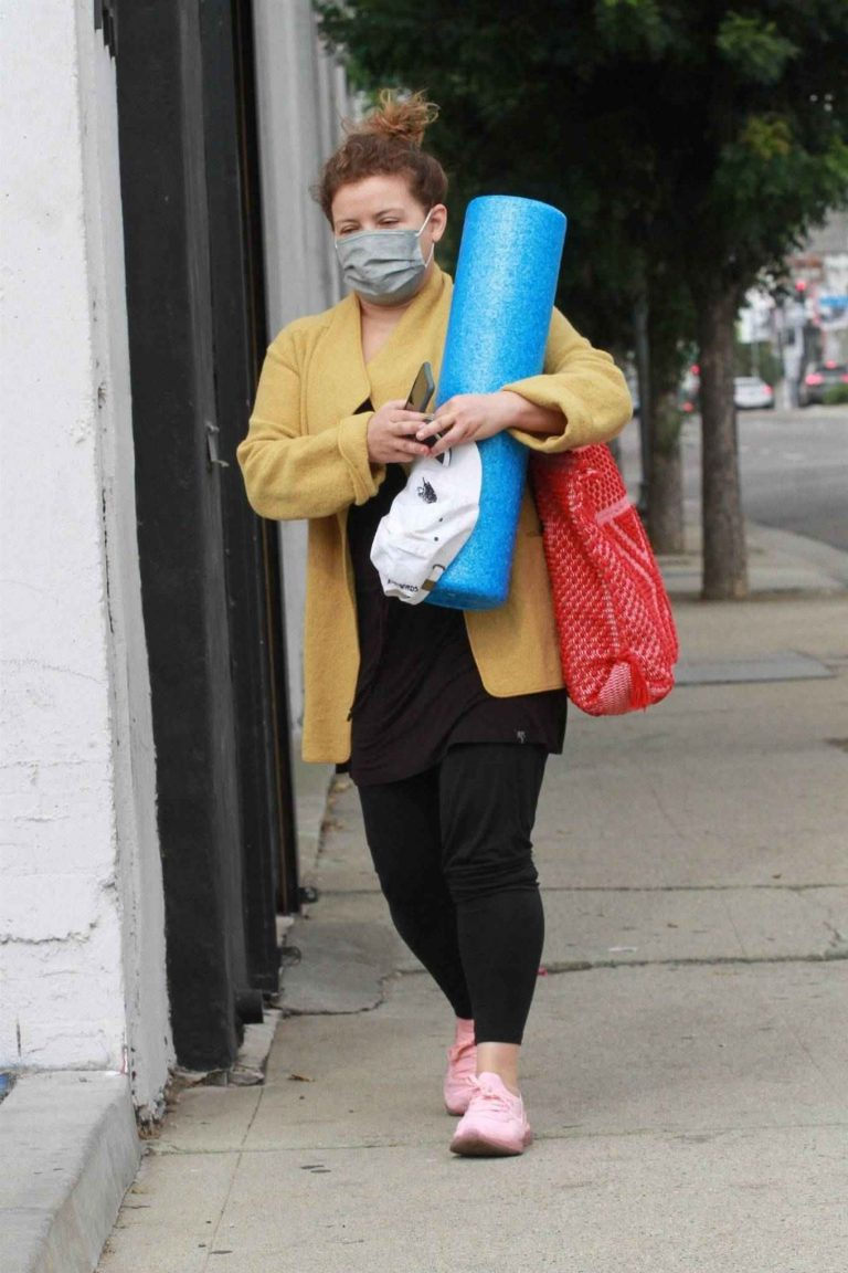 Justina Machado Leaving the DWTS studio in Los Angeles 01