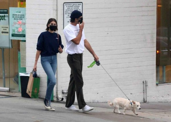 Kaia Gerber and Jacob Elordi shop at Healthy Spot with Kaias dog Milo 11