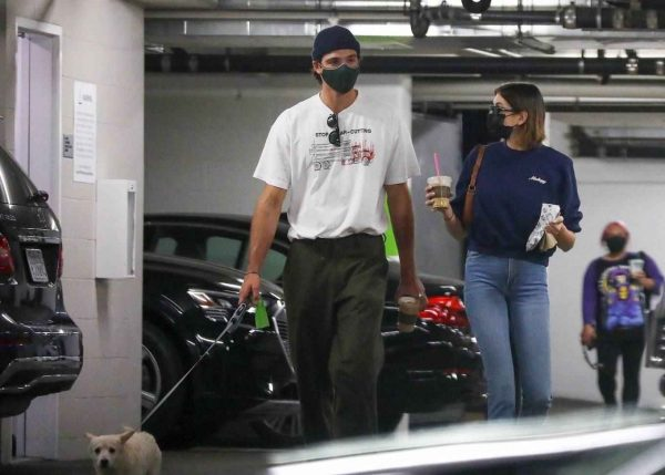 Kaia Gerber and Jacob Elordi shop at Healthy Spot with Kaias dog Milo 14
