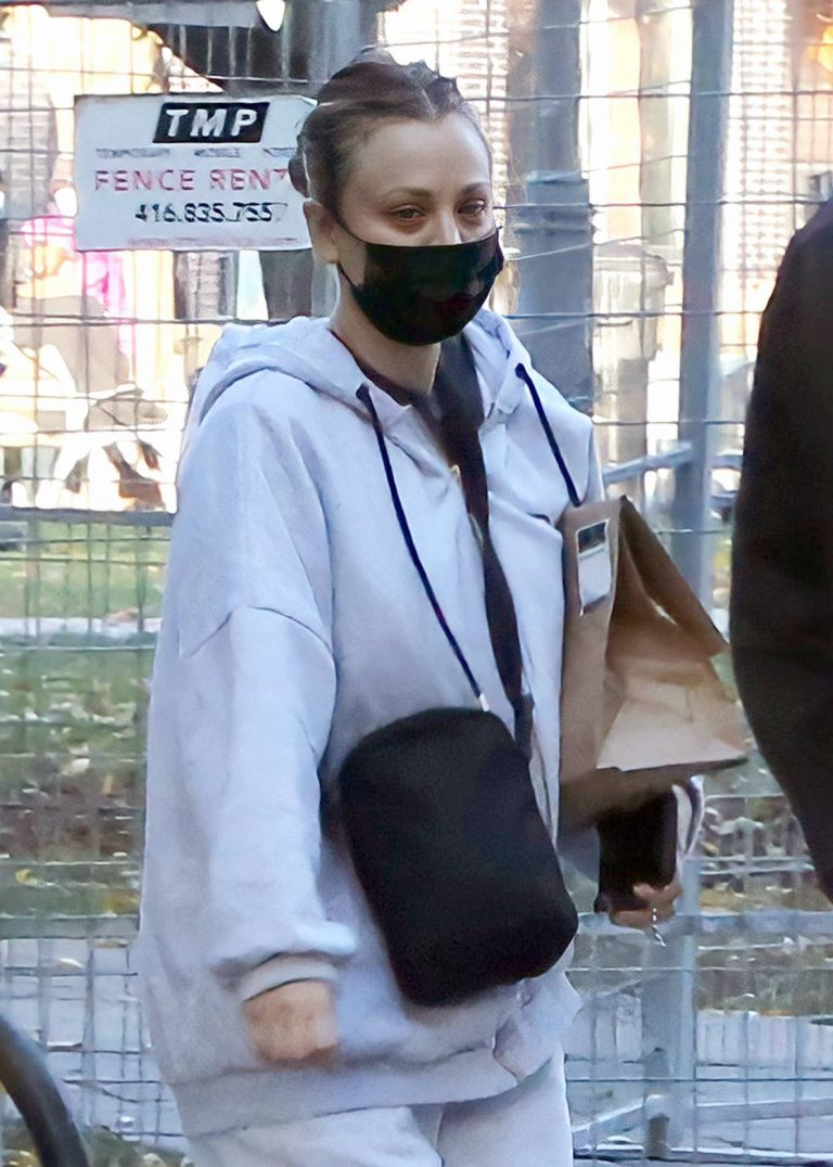 Kaley Cuoco On the set of her new movie The Man From Toronto in Toronto 01