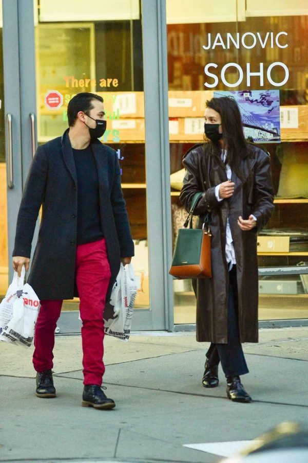 Katie Holmes Shopping candids at a paint store in New York 01