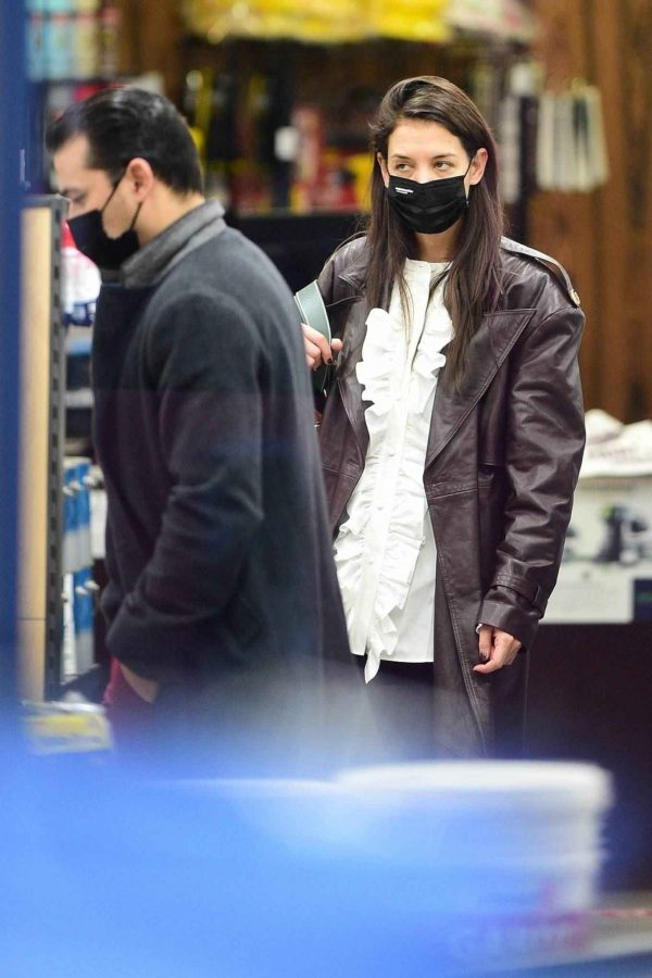 Katie Holmes Shopping candids at a paint store in New York 02