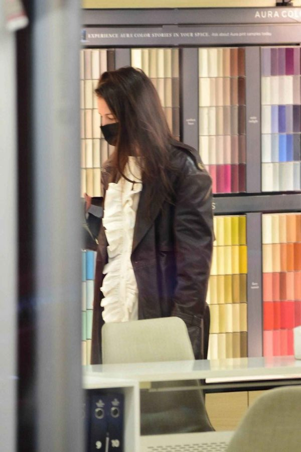 Katie Holmes Shopping candids at a paint store in New York 04