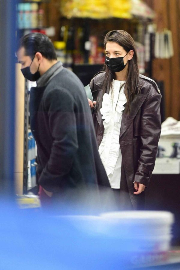 Katie Holmes Shopping candids at a paint store in New York 06