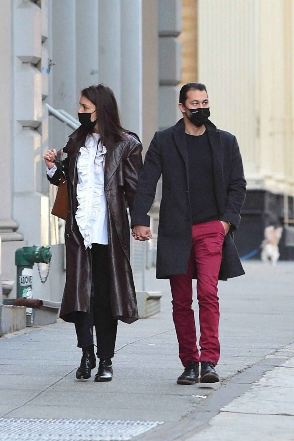 Katie Holmes Shopping candids at a paint store in New York 09