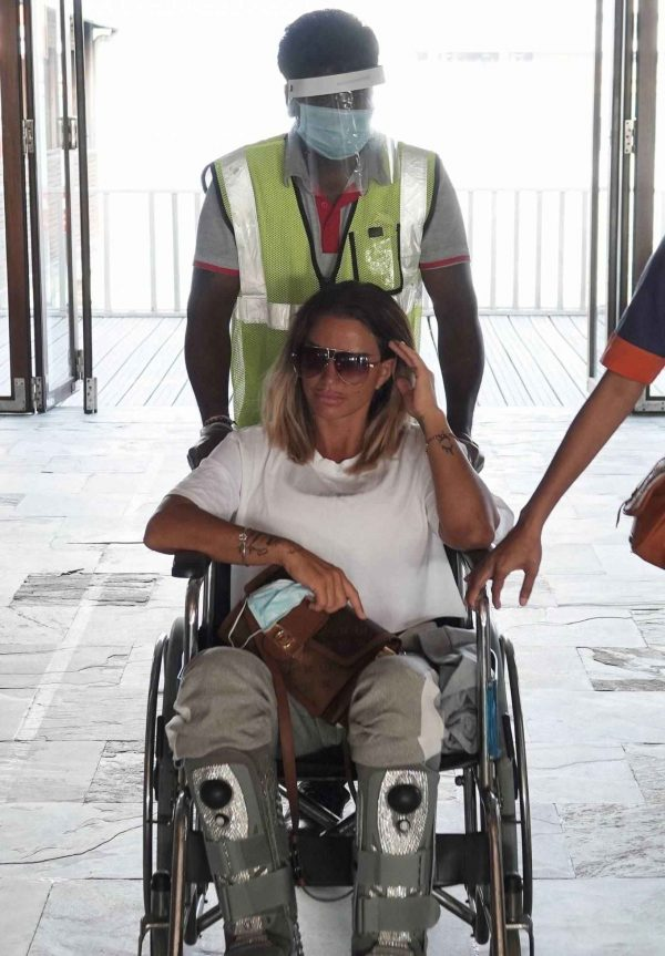 Katie Price with boyfriend Carl Woods in the Maldives 03