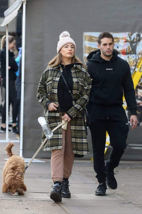 Kelly Brook and Jeremy Parisi take their puppy Teddy for a walk in Hampstead 04
