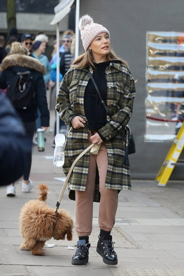 Kelly Brook and Jeremy Parisi take their puppy Teddy for a walk in Hampstead 22