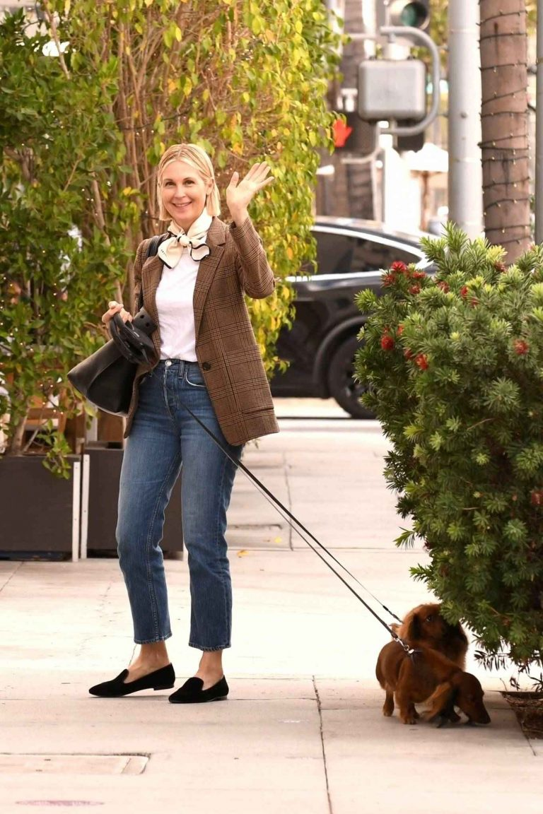 Kelly Rutherford Grabbing lunch today at E Baldi restaurant in Beverly Hills 19