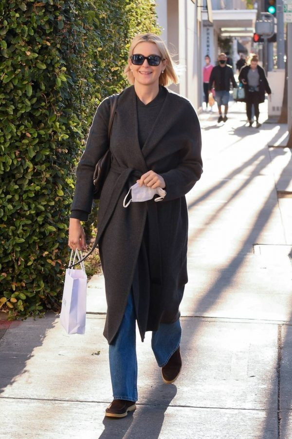 Kelly Rutherford Seen at Porta Via restaurant in Beverly Hills 02