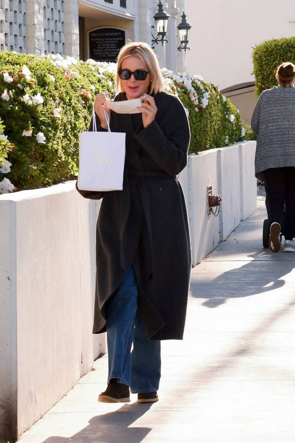 Kelly Rutherford Seen at Porta Via restaurant in Beverly Hills 03