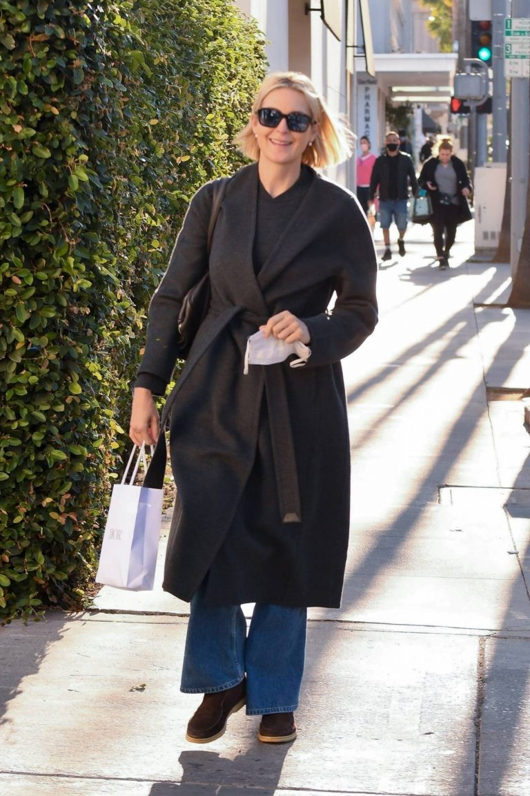 Kelly Rutherford Seen at Porta Via restaurant in Beverly Hills 07