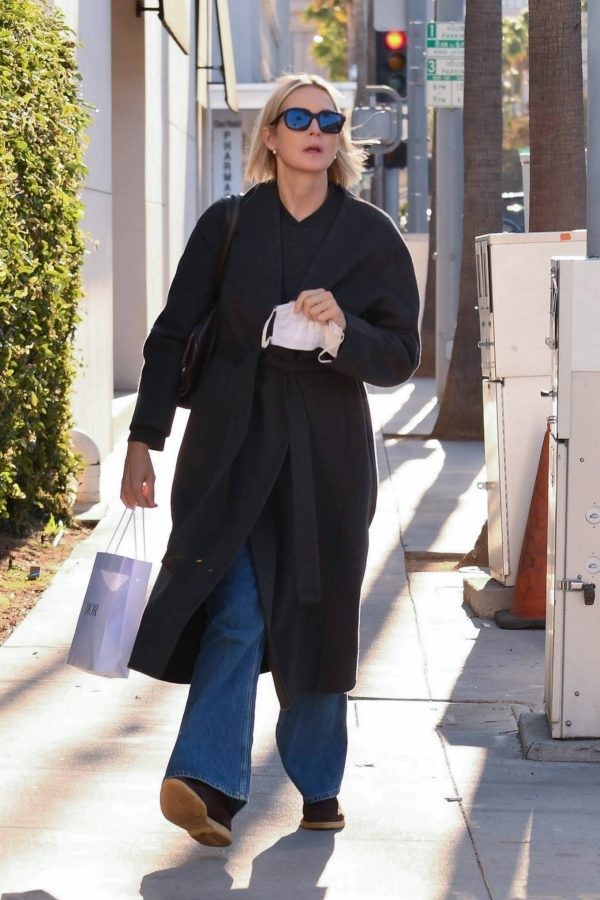 Kelly Rutherford Seen at Porta Via restaurant in Beverly Hills 08