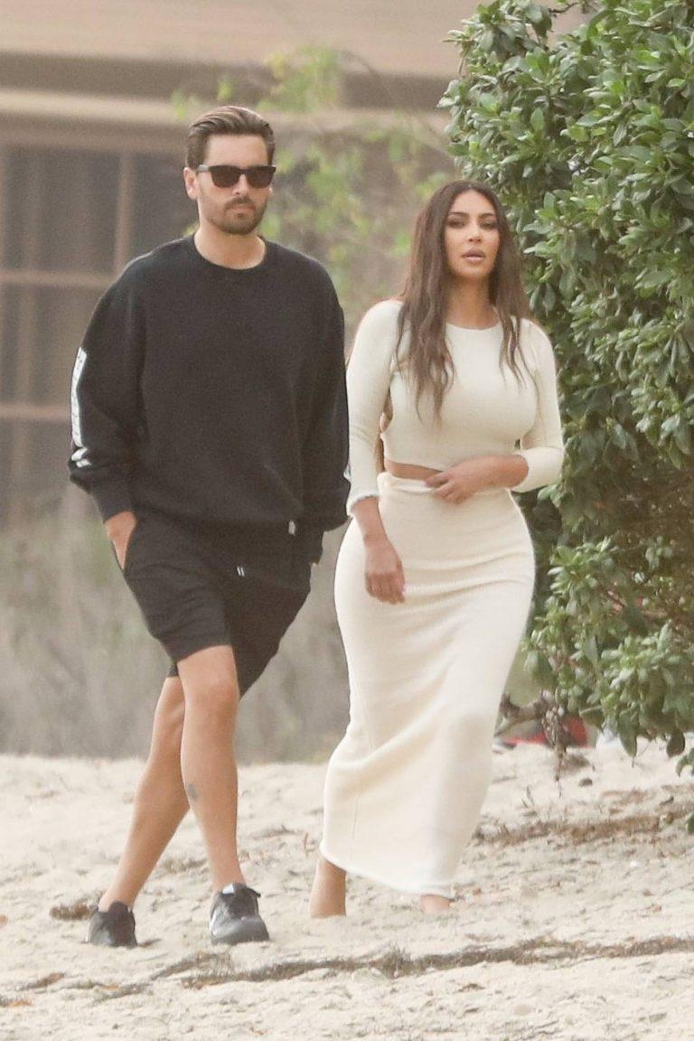 Khloe Kardashian and Kim Kardashian Keeping Up With The Kardashians set on the beach in Malibu 02