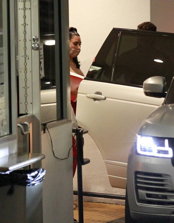 Kim Kardashian Leaving an office building in Los Angeles 01