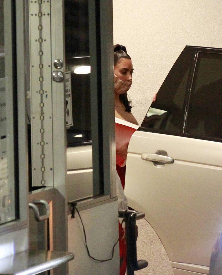 Kim Kardashian Leaving an office building in Los Angeles 03
