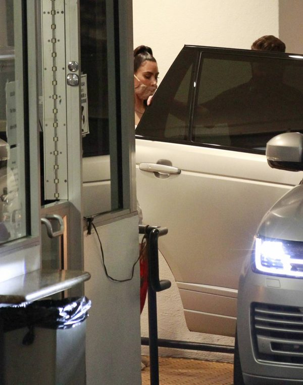 Kim Kardashian Leaving an office building in Los Angeles 05