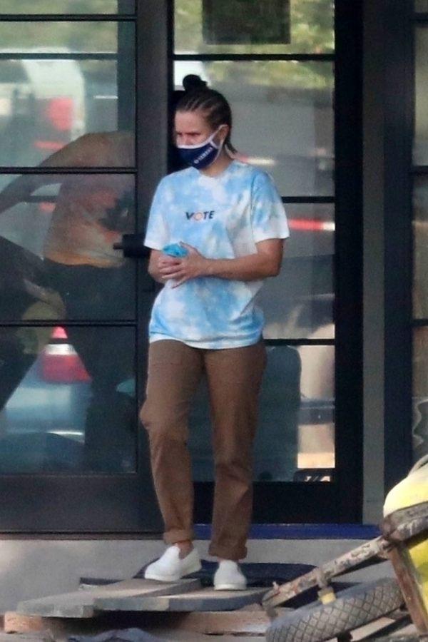 Kristen Bell Wearing a Vote T Shirt in Los Feliz 08