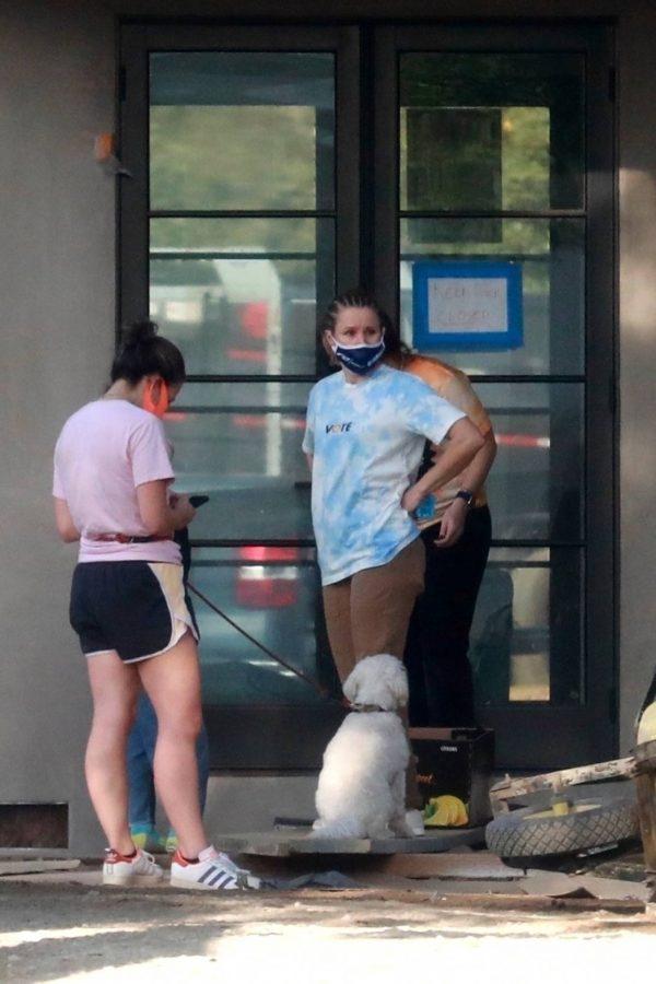Kristen Bell Wearing a Vote T Shirt in Los Feliz 16