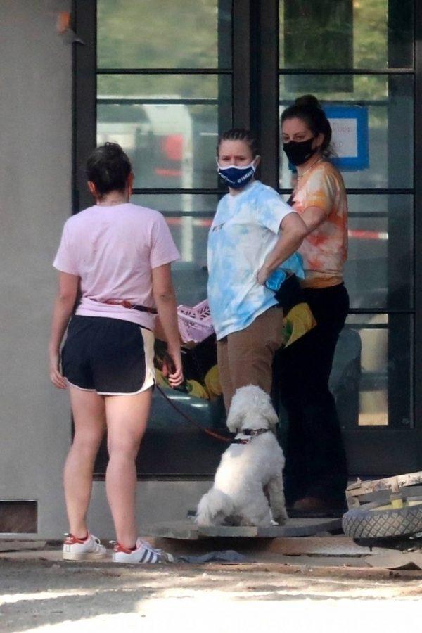 Kristen Bell Wearing a Vote T Shirt in Los Feliz 17