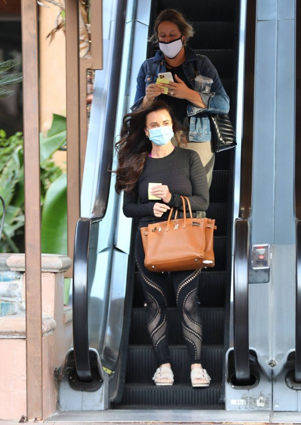 Kyle Richards Seen leaving a Nail Salon in Encino 01