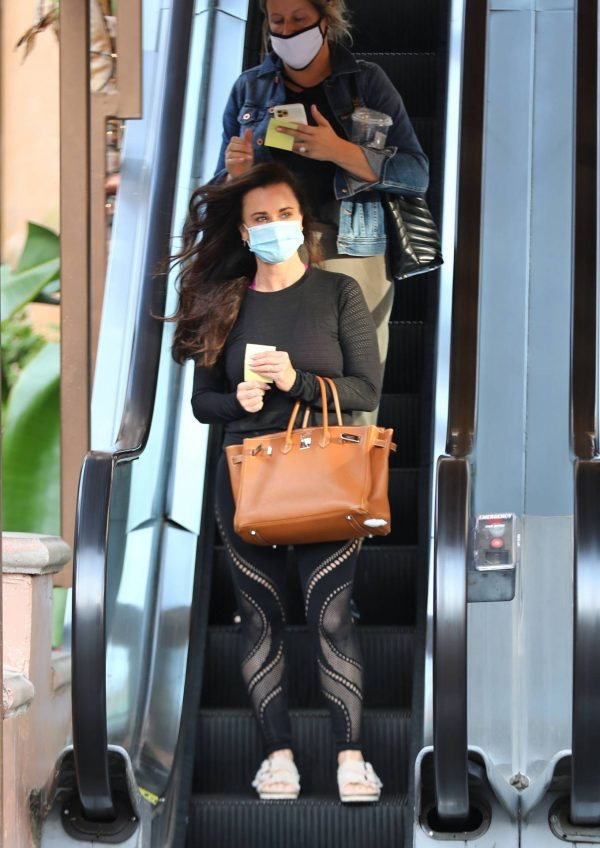 Kyle Richards Seen leaving a Nail Salon in Encino 06