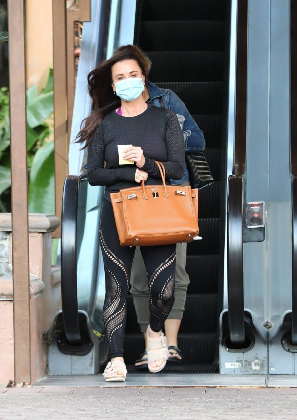 Kyle Richards Seen leaving a Nail Salon in Encino 08