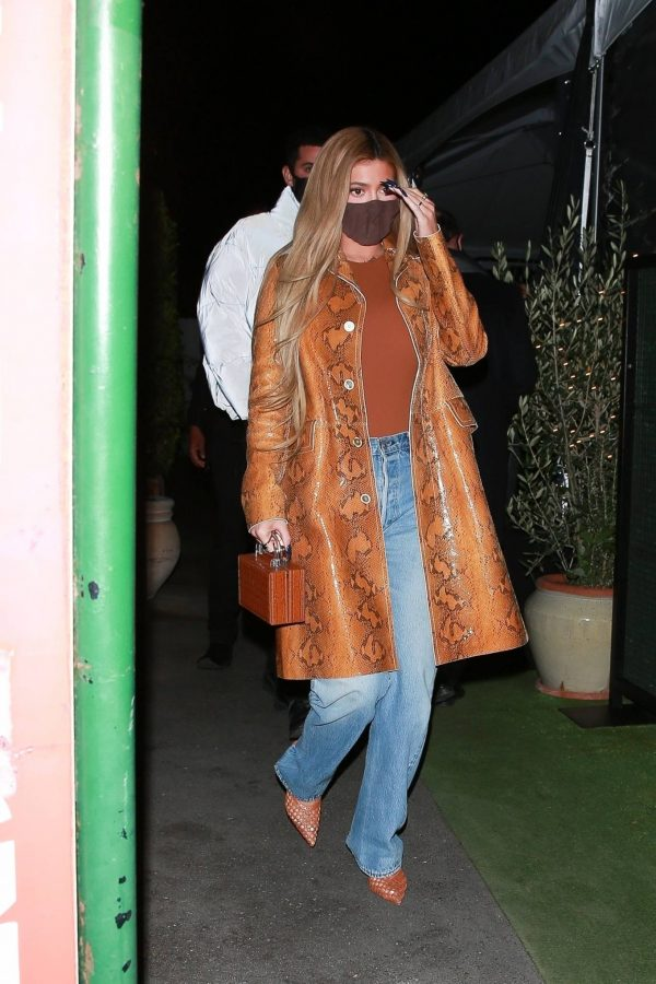 Kylie Jenner Out for dinner with friends in Santa Monica 01