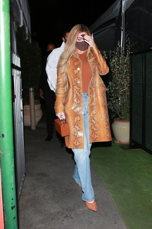 Kylie Jenner Out for dinner with friends in Santa Monica 05