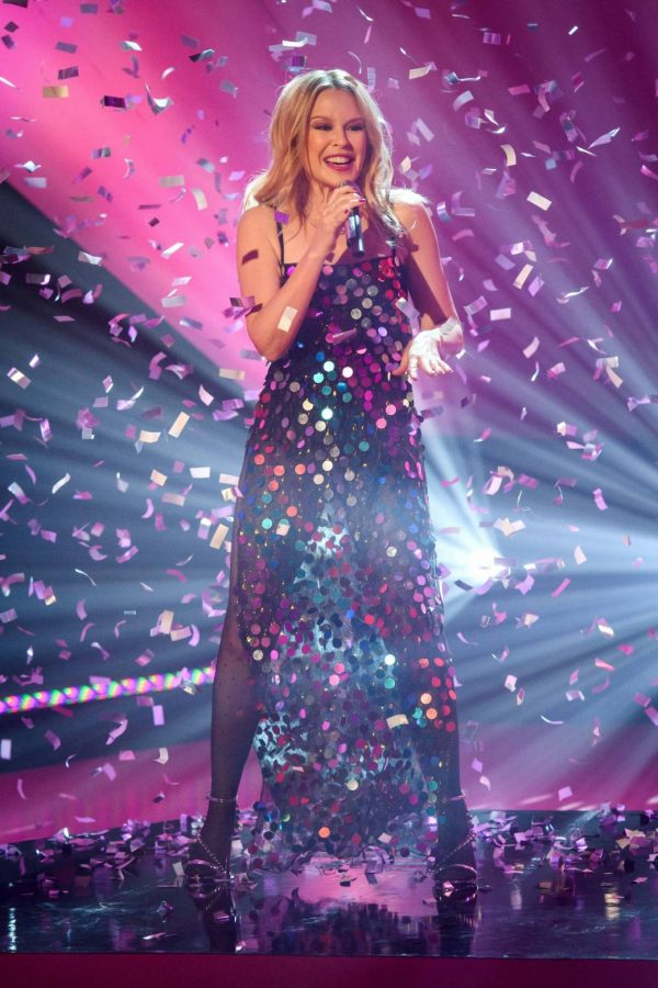 Kylie Minogue Performing at Graham Norton Show 01