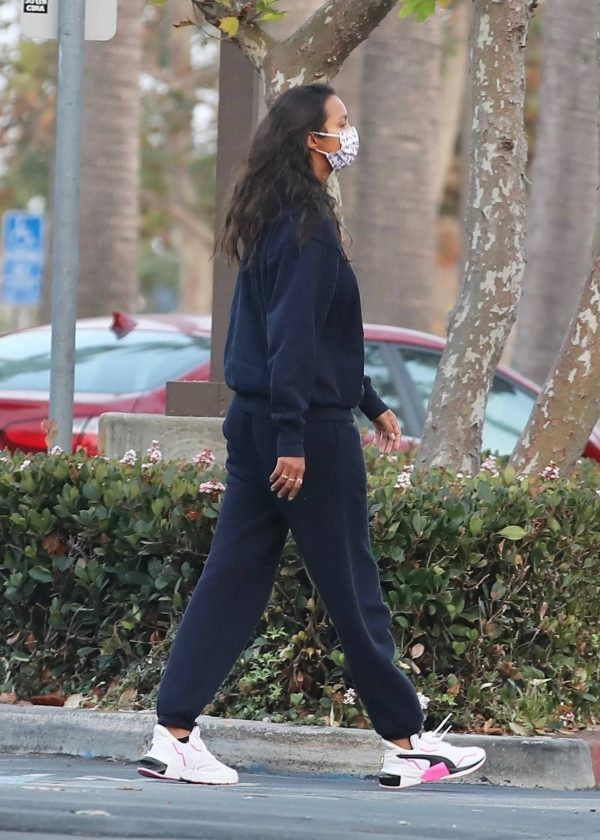 Lais Ribeiro Shopping at the market in Malibu 20